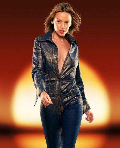 Kylie Minogue (40 yaşında)